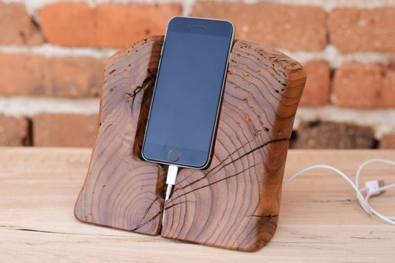 iphone 6 stand i6 dock in legno legno 6s docking di. Black Bedroom Furniture Sets. Home Design Ideas