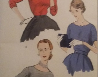 UNCUT and FF Pattern Pieces Vintage Vogue 7534 Sewing Pattern Blouses Size 14 Bust 32