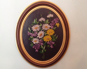Hand painted tole painting on wood floral bouquet daisies and lilacs in wooden oval frame wall hanging art romantic cottage chic home decor