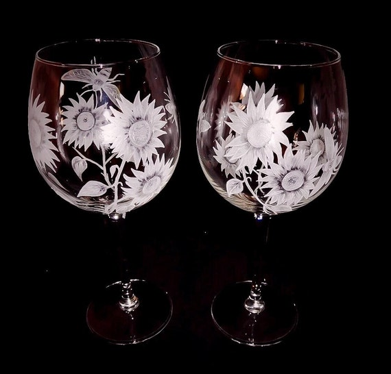 Hand Engraved Wine glasses, Sunflower, Pair, Bees, Personalized, Customized, Engraved, Floral, Vino, Weddings, Home Decor,pair