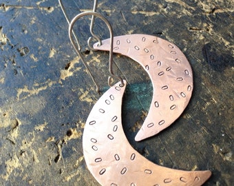 Crescent Moon | Copper Moon shaped hammered earrings • copper metalwork • hammered copper hoops • mixed metals | hippie | boho