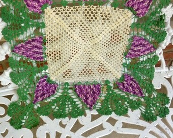 1960's Hand Crochet - Grapes Design, Table Runner/Dresser Scarf - Vintage - Beautiful!