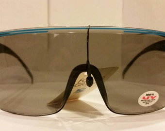 Vintage Sunglasses - Shield Sunglasses Grey lens Foster Grant