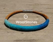 Wool bracelet sea colors