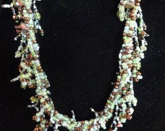 JN86 Green and Bronze Bead Necklace