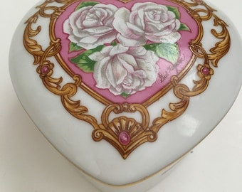 Vintage Heritage House Music Box~~~Heart Music Box~~Valentine , Mother's Day