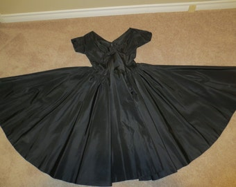 1950's Full circle COUTURE Pin Up Dress