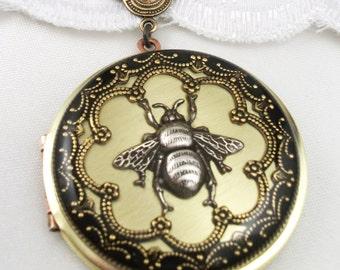 Vintage Silver Bee Brass Resin Locket. Valentine Gift, Wedding Locket.Gift For Her.