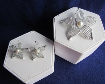 vintage SARAH COVENTRY Pin Brooch and Earring set ; clip on with faux pearls