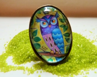 Adjustable oval Owl ring, glass cabochon, silver or bronze colour.