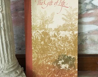 The Gift Of Life MOTHER Mom Hallmark Beautiful Illustrated Book Unusual Nature Mother's Day New Mom