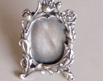 Victorian Sterling Silver Miniature Mourning Frame Brooch