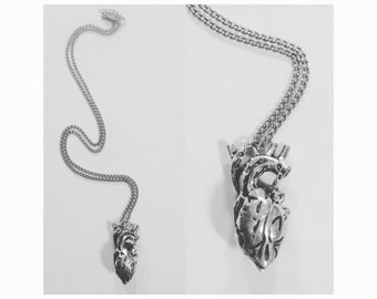I give you my heart! Anatomical beating heart necklace in Silver