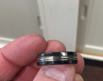 Titanium men's wedding ring