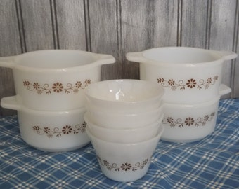 Vintage PyroRey Dynaware Custard Cups Set/Brown Daisy Pattern/Set of 8/Kitchen and Dining/Home and Living