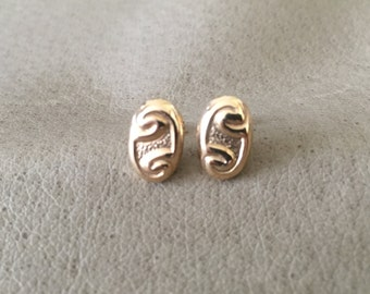 Beautiful 9ct gold stud earrings