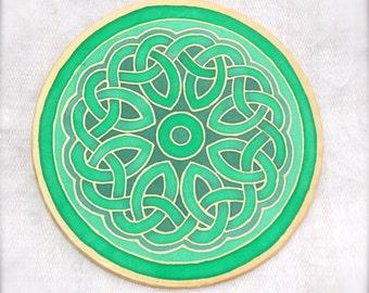 Green Celtic circle mandala on silk, No 0140 15 cm Ø 6in