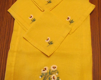 Vintage Hand Embroidered Tablecloth & Napkin Set