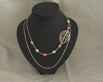 Chain necklace, leaves and beads pink and white glass