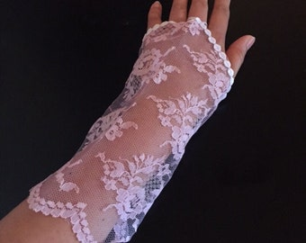 Soft Purple gloves. Lace Gloves. Shabby Chic gloves. Thong Gloves. Purple Lace Gloves. Purple Gloves. Floral Gloves.
