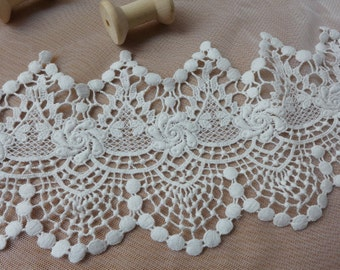 Retro Style Scalloped Lace, Cotton Lace in Off-white, Chic Cutwork Lace Trim, 4.9 inches wide by yard