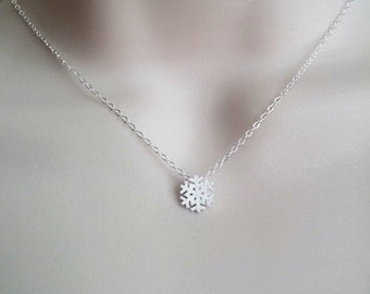 Sterling Silver Snowflake Necklace. Silver Snowflake Pendant. Winter Snowflake Pendant. Gift for Teen Girls.