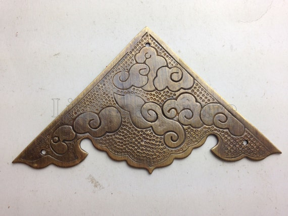One pair of quot cloud pattern ornate antique brass corners