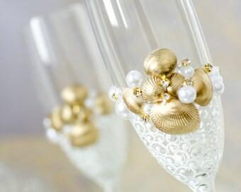Beach Wedding Toasting Flutes, Shells Wedding Glasses, Personalized Wedding Champagne Glasses, Gold Wedding Toasting Glasses,  2pcs