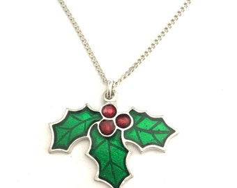 Christmas Holly Necklace in English Pewter, Handmade, Gift Boxed, Xmas (h-24)