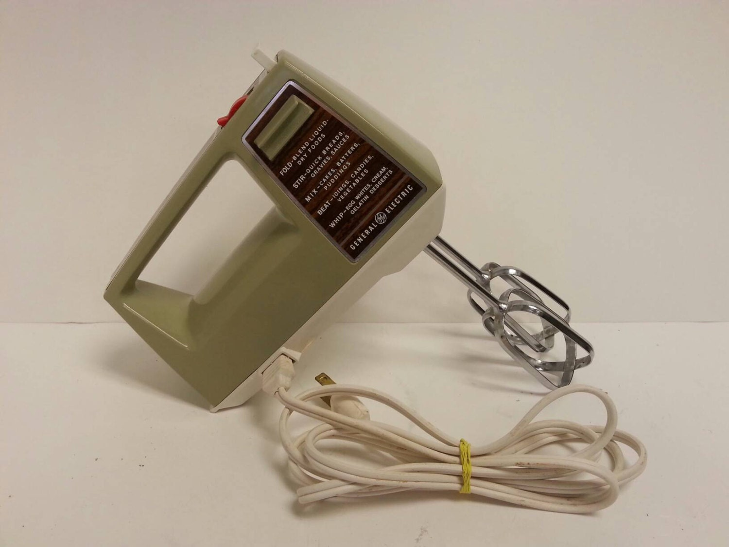 Free shipping vintage ge general electric d2m22 hand mixer for General electric mixer vintage