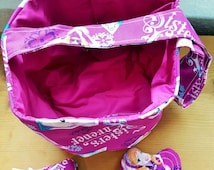 Frozen Sisters themed Girl's Bucket purse with matching accessories