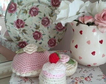 Emma bridgewater rose and bee decorated display plate
