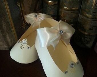 Baby Shower Favors / Set Of Ten Cream Mary Jane Shoe Favors / Cream Party Favors / Cream  Shoe Favors / Baby Shower Favors