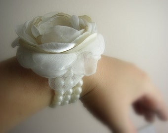 Ivory Champagne Wrist Corsage - Wedding Corsage - Prom Wrist Corsage - Mother of Bride Groom - Bridesmaids Corsages - Elastic Pearl Bracelet