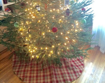 Patterned burlap tree skirt