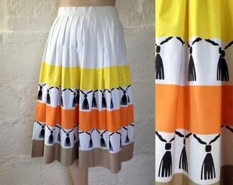 1950s White Stripe and Tassel Print Skirt / 50s Stripe Pleat Skirt / Vintage Skirt / SIZE UK 8