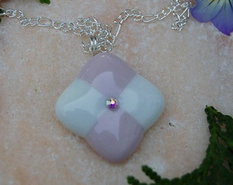 Fused Glass Pendant,Pink and white pendant,fused glass jewlery, Pendant with swarovski crystal,Pendentif en verre fusée