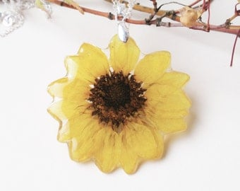 Real Sunflower pendant Necklace, Handmade Pressed Flower pendant, Resin necklace, Botanical Jewelry, Real Flower jewelry, Yellow flower