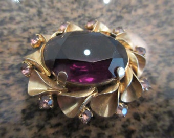 Vintage 1960's Brooch - Amethyst Coloured Stone & Smaller Stones