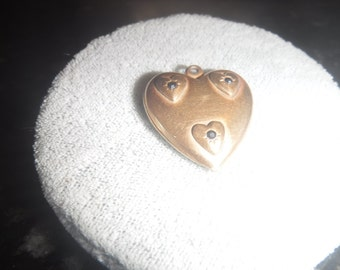 Gold plate vintage heart pendant with 3 tiny rhinestons on hearts in the front