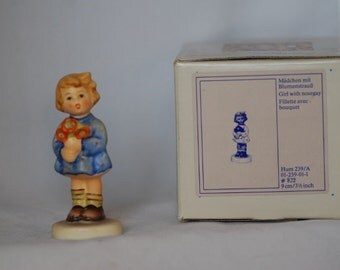 """Hummel """"Girl with Nosegay"""" collectible #822"""