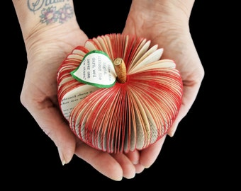 Book Art Apple - 3D apple -Personalized Apple - Red Apple - Green Apple - Handmade  -  Paper Fruit - Christmas gift - Teacher Gift - book