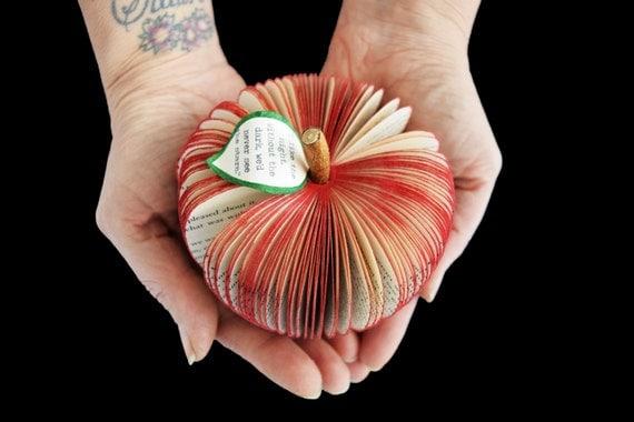 Book Art Apple - 3D apple -Personalized Apple - Red Apple - Green Apple - Handmade - Paper Fruit - Christmas gift - Teacher Gift - book