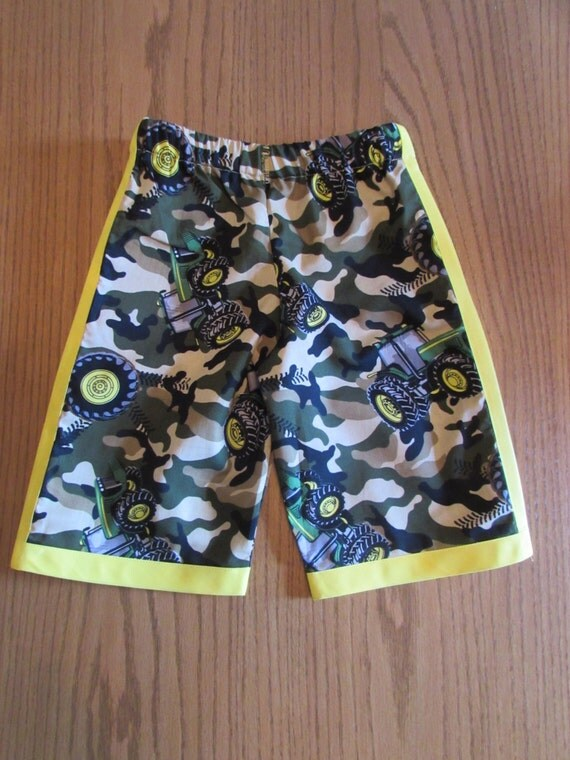 Boys camouflage shorts / tractor shorts / cotton / yellow edge / elastic waste / back pockets