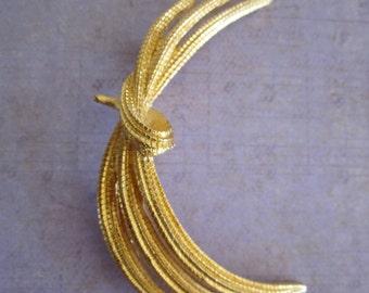 Vintage Gold Tone Monet Spray Brooch Pin