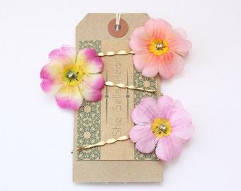 Vintage flower hair pins. Flower bobby pins. Floral bobby pins. Silk flower hair pins. Floral hair accessories. Vintage hair flowers.