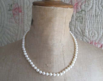 Vintage cultured pearl necklace, 14k gold clasp