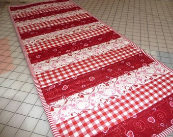 Quilted Table Runner   Red And White Table Runner   Red Gingham Table Runner    Valentineu0027s