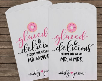 Donut Favor Bag, Glazed and Delicious, Wedding Favor Bags, Donut, Personalized Wedding Favor Bags, Treat Bags, Custom Favor Bags, Kraft 173