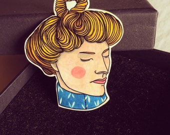 Dafne Brooch - Handpainted and handmade with love